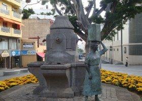 Monumento a la mujer tinerfeña
