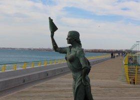 Mujer que despide a los marineros